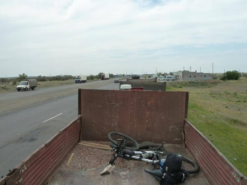 20120628. Павлодар-Астана: вот так ехал мой велосипед до Экибастуза.