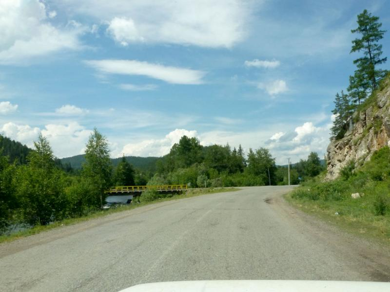 20180629. Пока ещё асфальтированная дорога вдоль реки Аскиз.