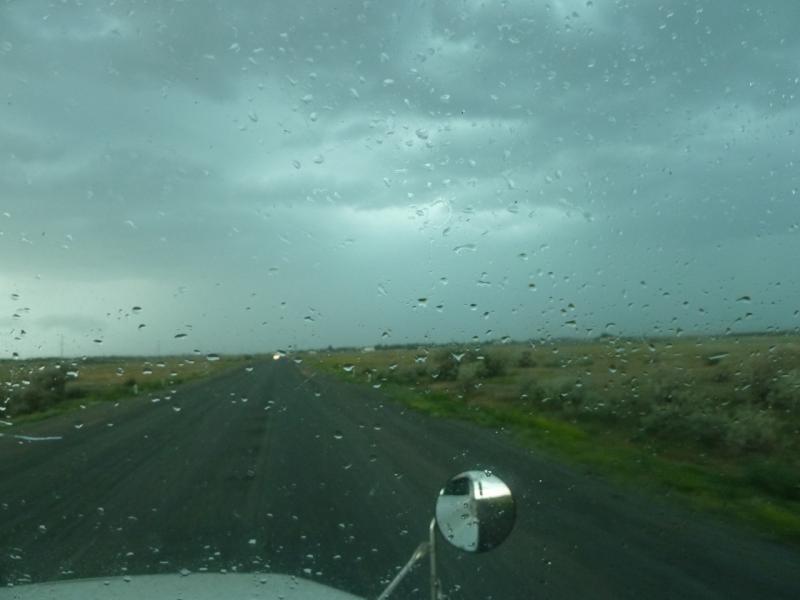 20120628. Павлодар-Астана: дождик начинается.