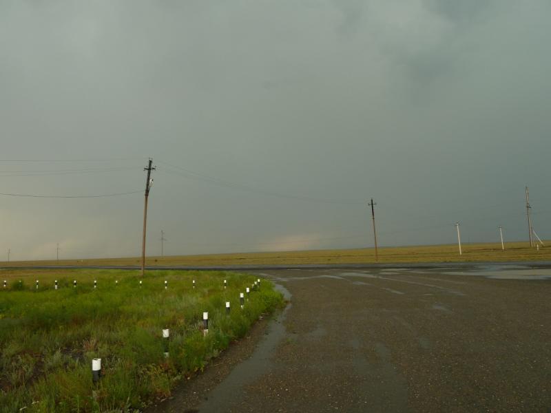 20120628. Павлодар-Астана: тучи-тучами, а двигаться далее нужно.
