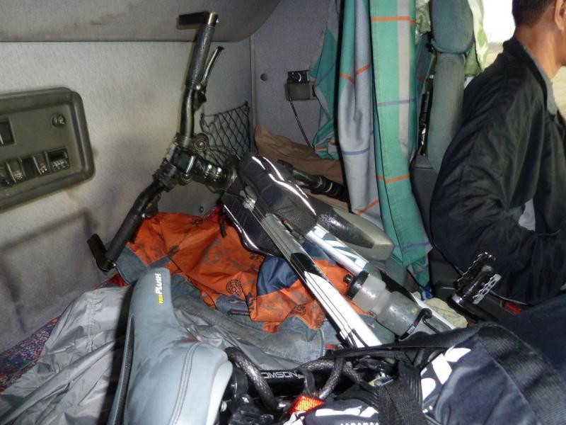 """20120628. Павлодар-Астана: велосипед в кабине тягача """"Volvo""""."""