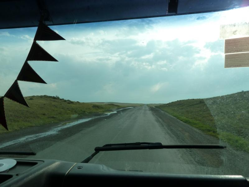 20120628. Павлодар-Астана: дорога предгорьями Ерментау, недалеко от границы Павлодарской и Акмолинской областей.