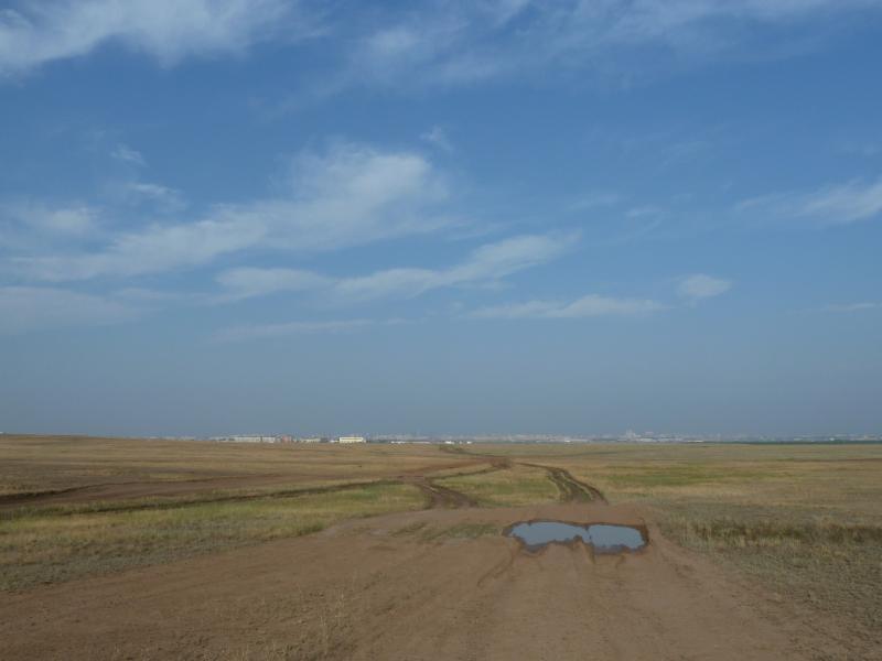 """20120629. КТЛ-Астана: грунтовка вдоль """"сороковой"""" трассы."""
