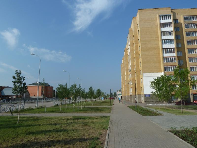 20120629. КТЛ-Астана: окраина Астаны, молодой район.