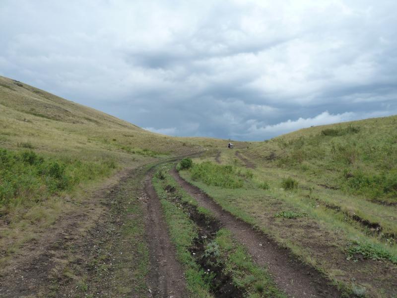 20120630. Баймен-2012: пеший подъём на перевал, за Морисом, после второго порыва цепи у велосипеда Евгения.