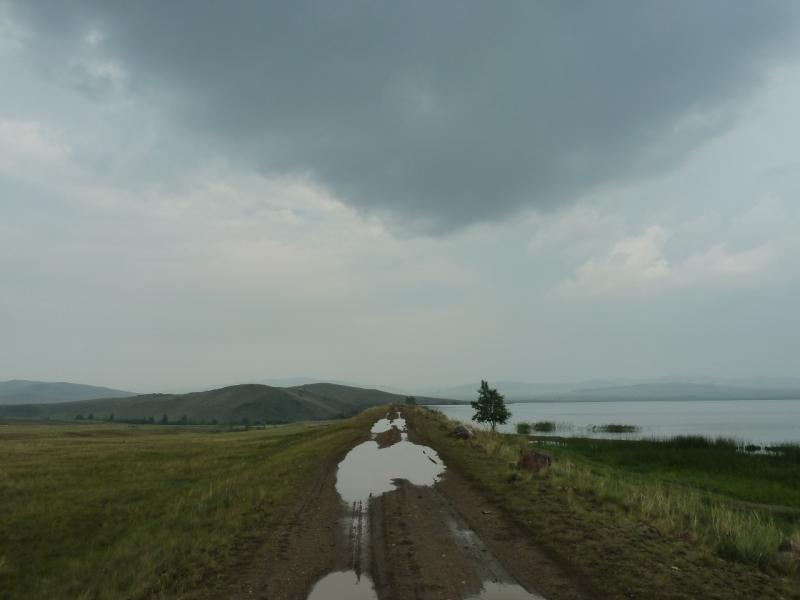 20120701. Баймен-2012: дорога плотиной Байменского водохранилища.