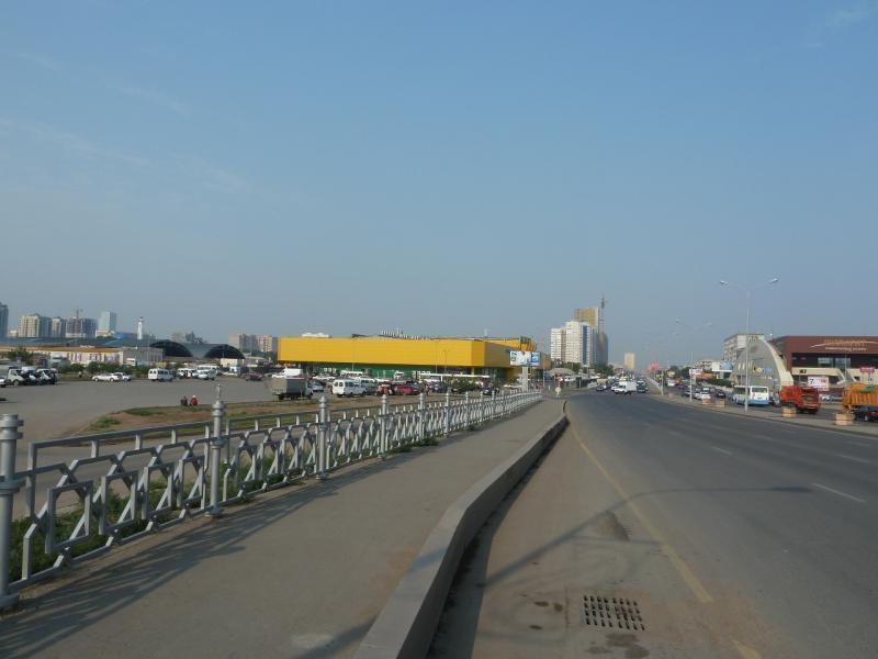20120703. Астана-Павлодар: оглядываясь на остающуюся позади Астану.