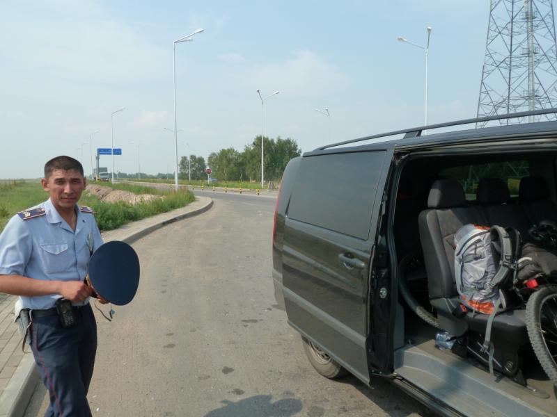 20120703. Астана-Павлодар: спасибо сотрудникам полиции КПП дороги Астана-Павлодар - подсадили меня на попутный микроавтобус.