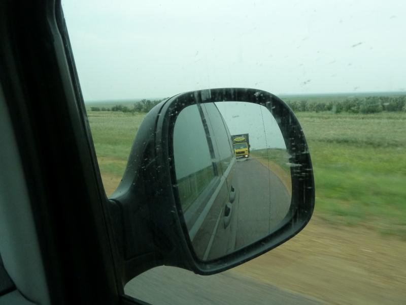 20120703. Астана-Павлодар: водитель этого фургона упирался до упора, не желая подвозить меня в Павлодар.