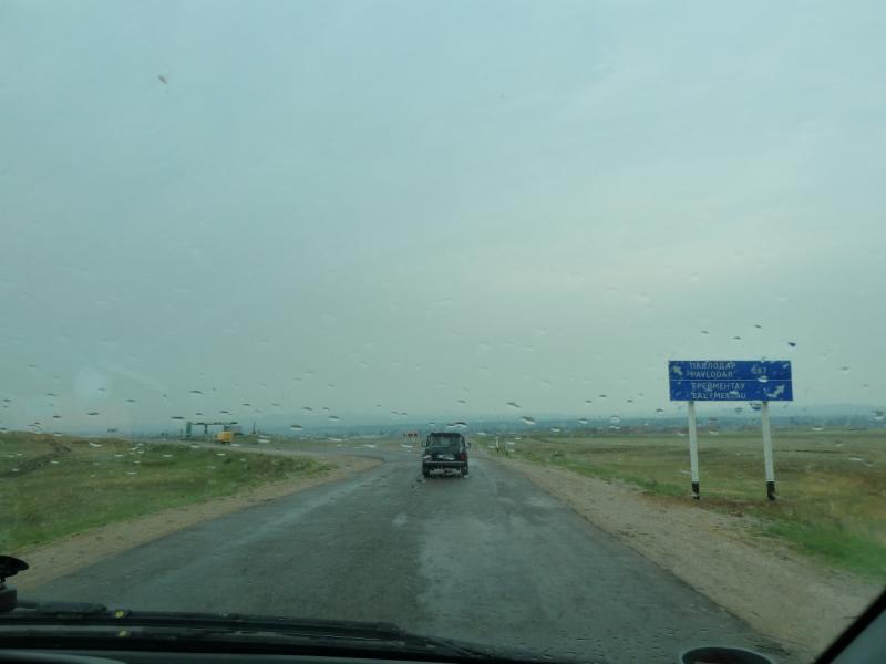 20120703. Астана-Павлодар: под Ерейментау начинается дождик.