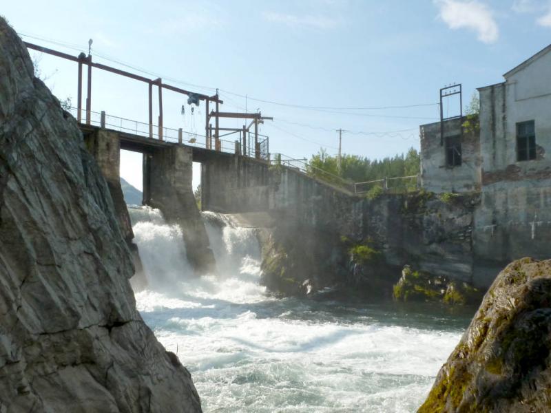 20180806. Водосброс плотины Чемальской ГЭС и здание агрегатов.