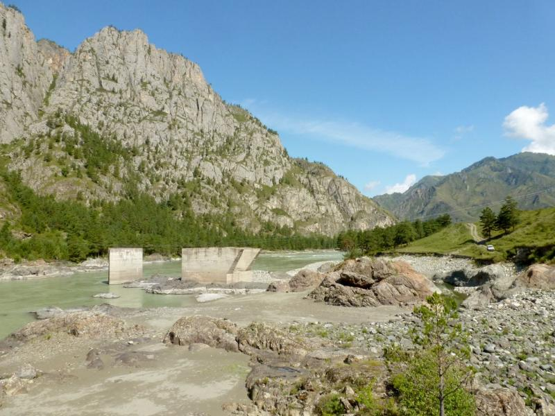 20180806. Куски плотины ГЭС, которую планировали построить под Еландой.