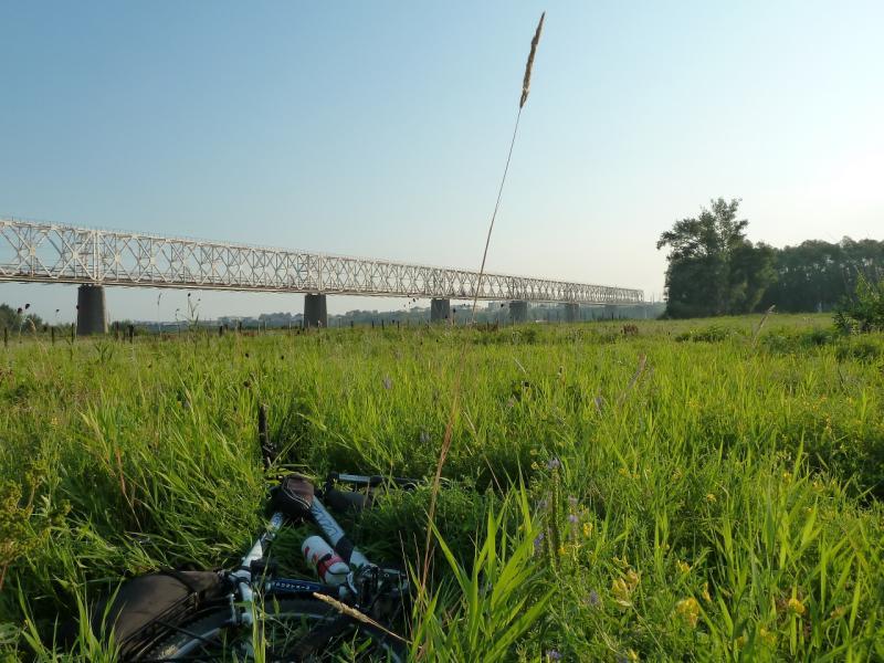 20120715. Павлодар-Аксу: вид на железнодорожный мосте через реку Иртыш.