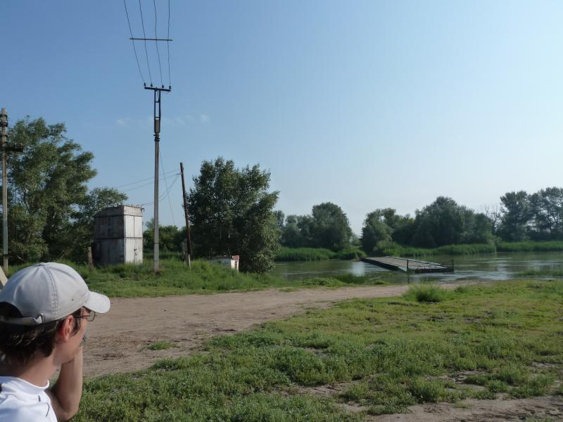 20120715. Павлодар-Аксу: понтонный мост у села Потанино.