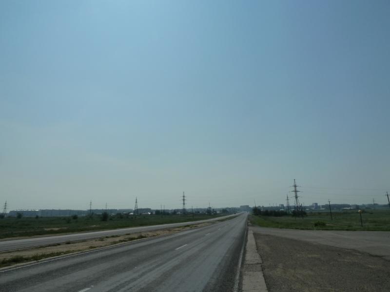 20120715. Павлодар-Аксу: дорога вдоль АЗФ на Аксу.