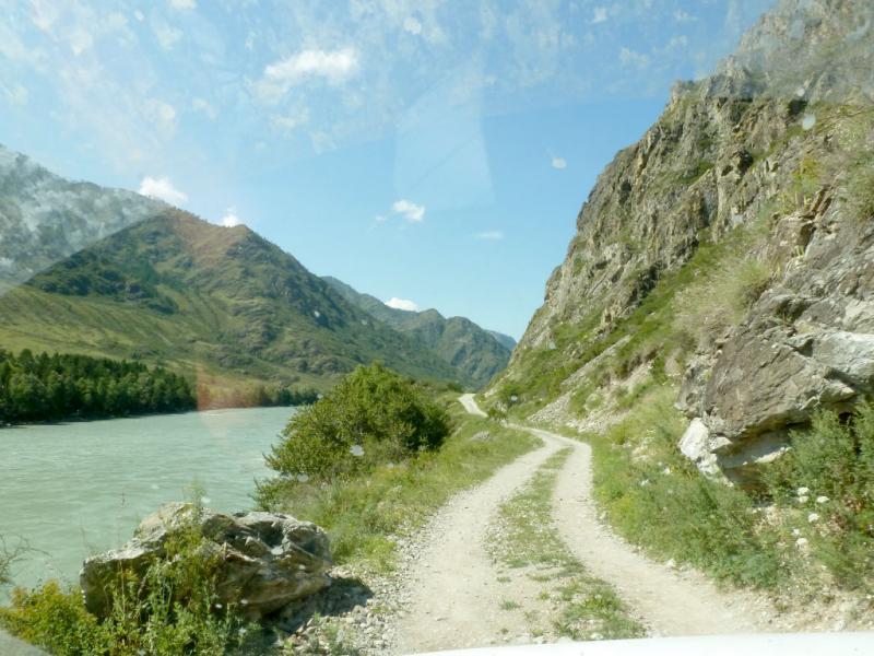 20180806. Дорога вдоль Катуни в южной части Чемальского ущелья.