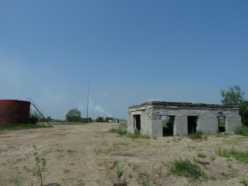 20120715. Аксу-Павлодар: развалины речного порта Аксу (бывший Ермак).