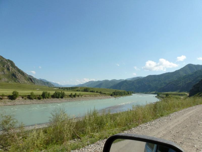 20180806. На левом берегу реки Катунь в Чемальском ущелье (единственный участок автомобильной дороги не на правом берегу).