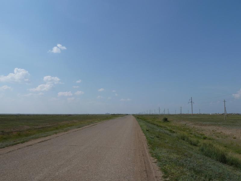 20120715. Аксу-Павлодар: старая дорога Аксу-Ленинский в районе посёлка Айдаколь.