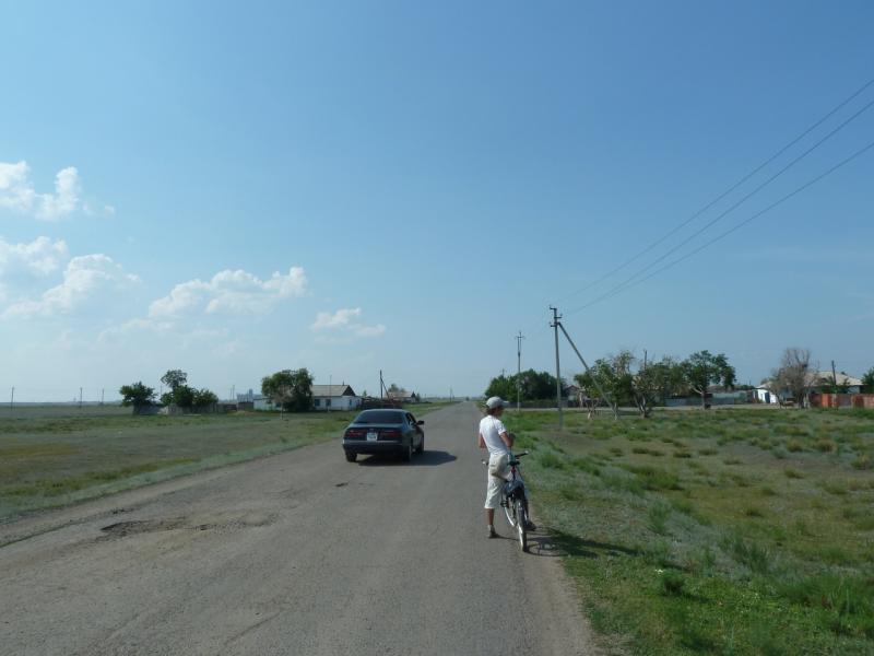 20120715. Аксу-Павлодар: на старой дороге у посёлка Айдаколь.
