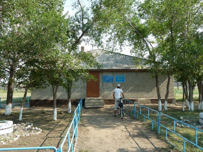 20120715. Аксу-Павлодар: общественная библиотека села Айдаколь.