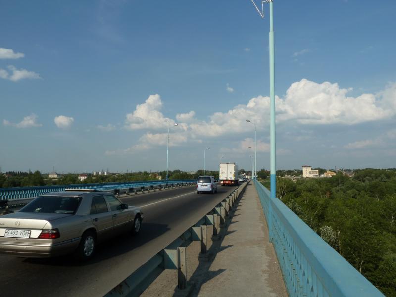 20120715. Аксу-Павлодар: вот и автомобильный мост через реку Иртыш.