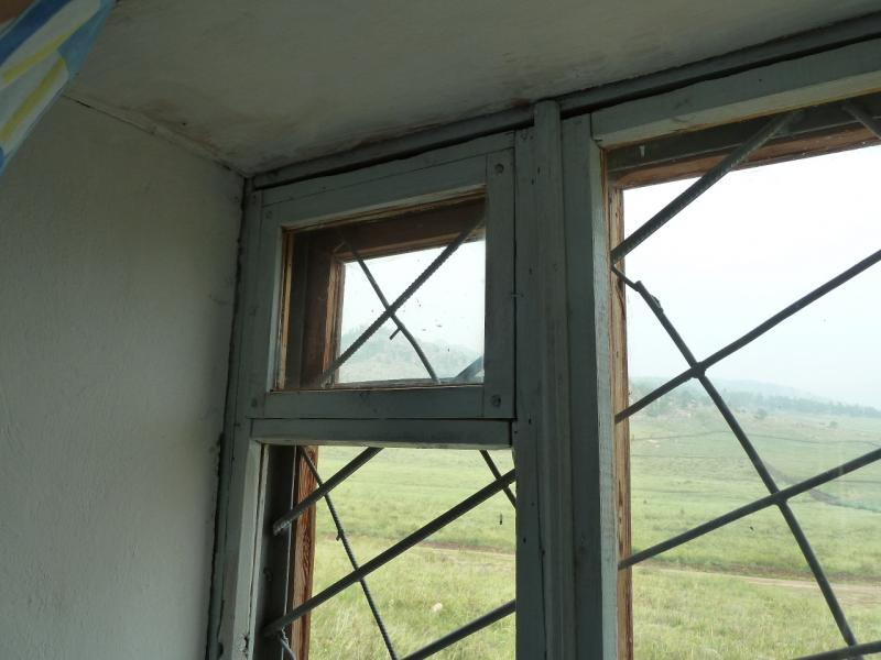 """Дом отдыха """"Тумар"""" в Баянауле. Окна в номерах заботливо забраны мощной решёткой."""