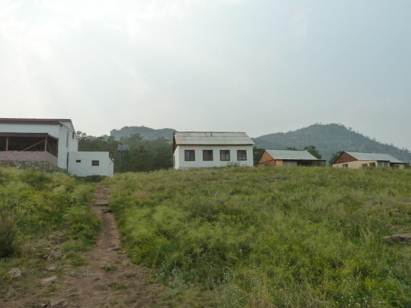 """Дом отдыха """"Тумар"""" расположен на склоне Баянаульских гор, в пятистах-восьмистах метрах от озера Джасыбай."""