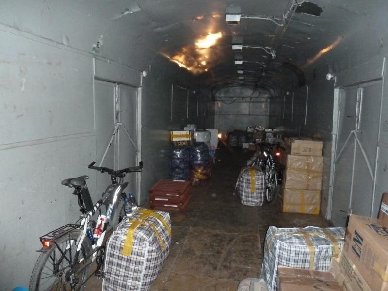 20120804. Наши велосипеды среди посылок в багажном вагоне.