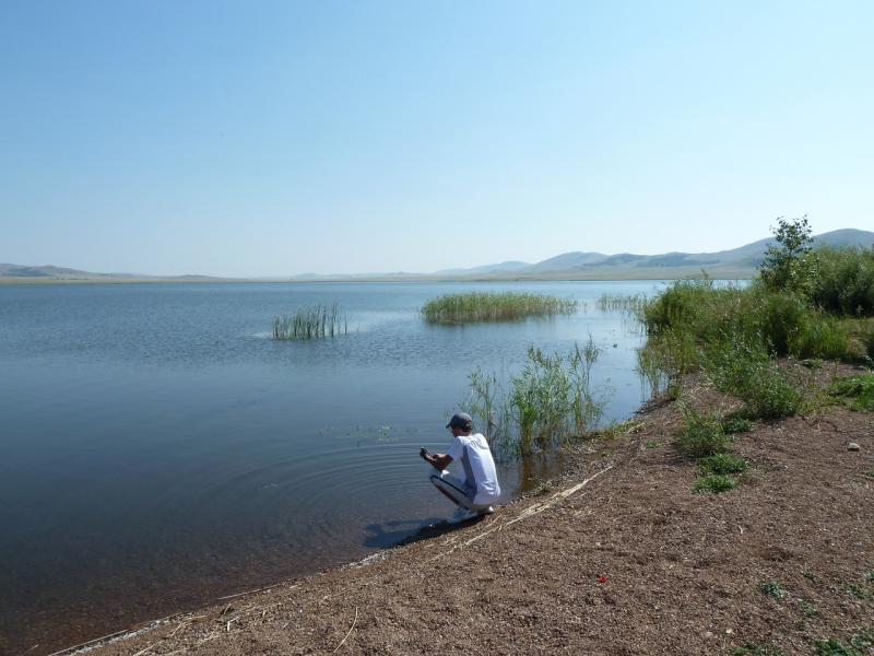 20120804. Илья на берегу озера Жартас (Байменского водохранилища).