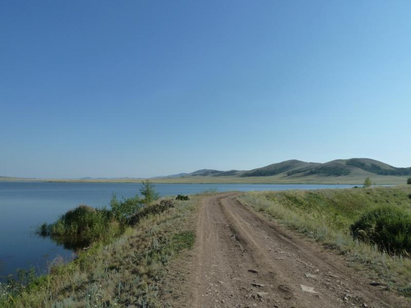 20120804. Дорога плотиной Байменского водохранилища.