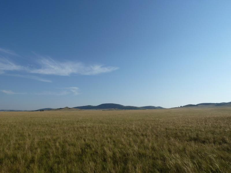 20120804. Вид на горы, за которыми располагается посёлок Баймен.