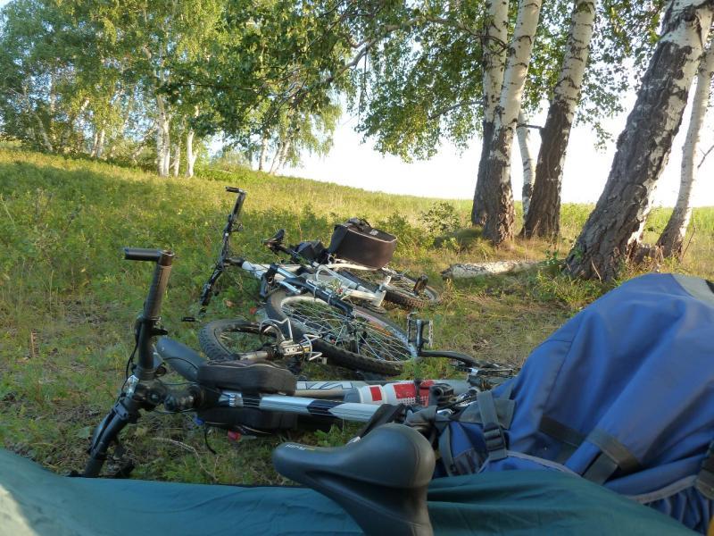 20120805. Наши велосипеды на склоне горы в Ерейментау.