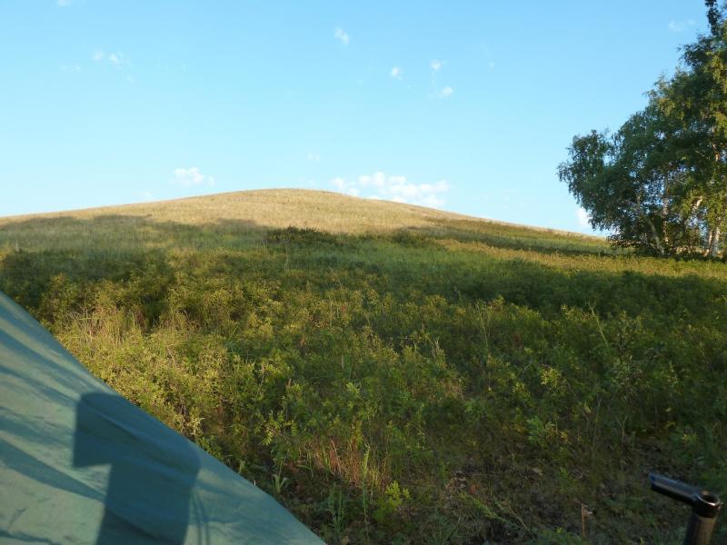 20120805. Вид налево из палатки на стоянке в горах Ерейментау.
