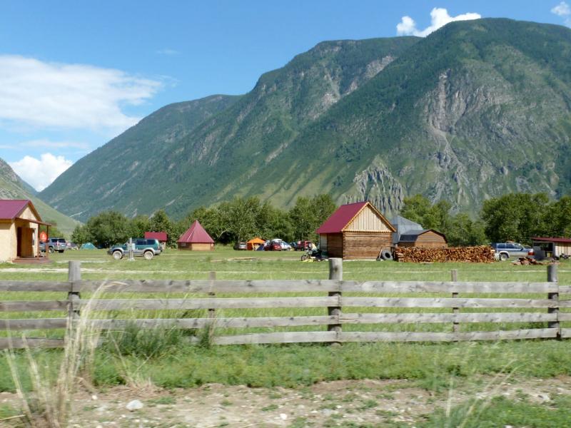 20180809. Весьма прилично смотрящаяся база отдыха на месте слияния рек Чулымшан и Чульча.
