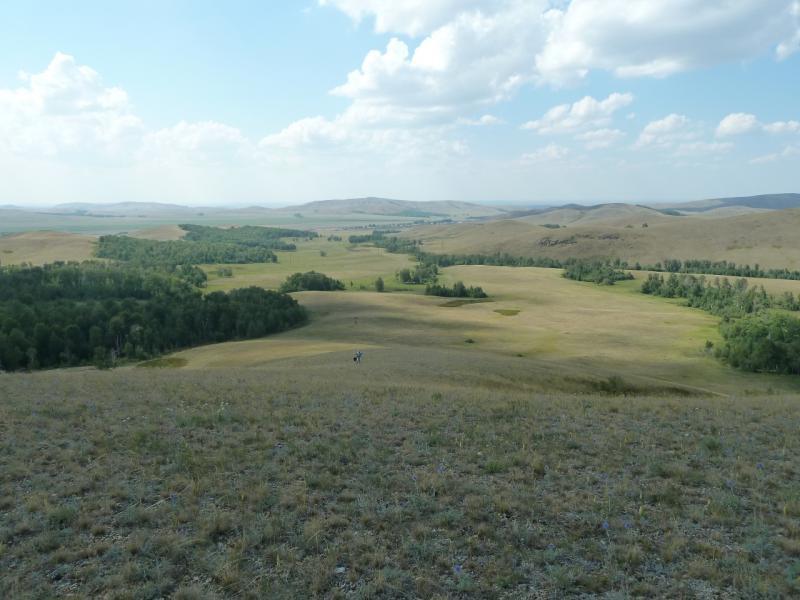 20120805. Вид на долину, которую мы прошли по пути из села Новокаменка.