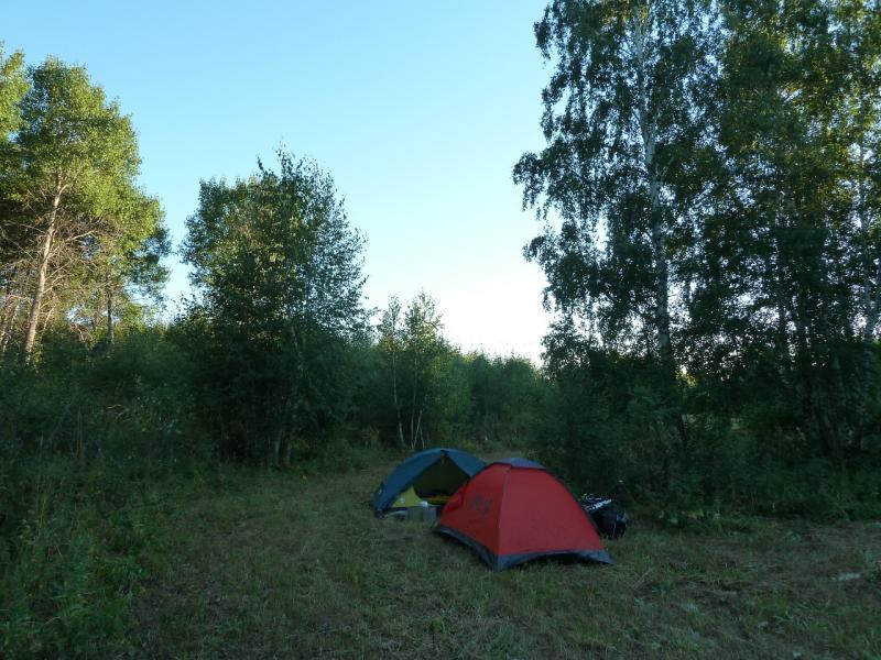 20120805. Вид на стоянку под горой у села Ленинское.