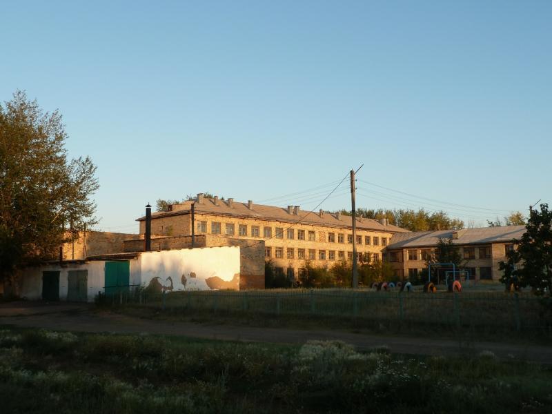 20120806. Школа в посёлке Молодёжный.