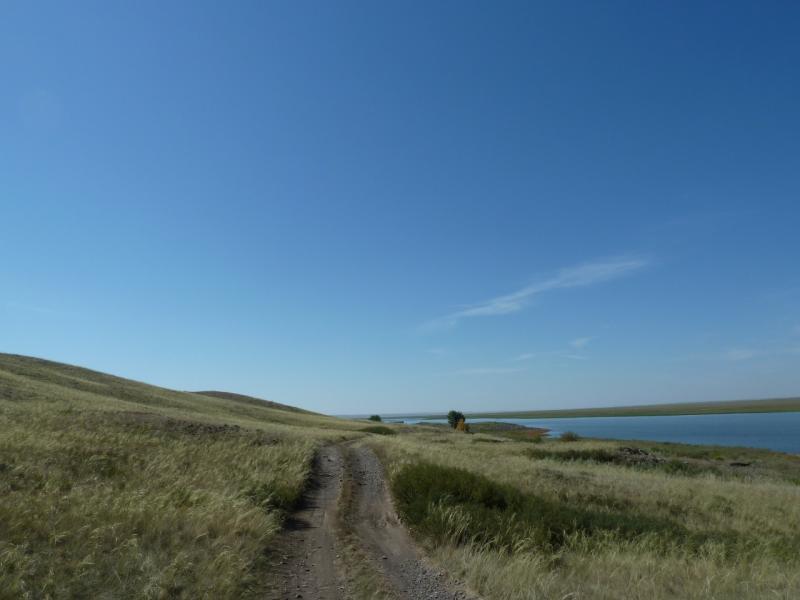 20120807. Дорога вдоль водохранилища гидроузла #11.