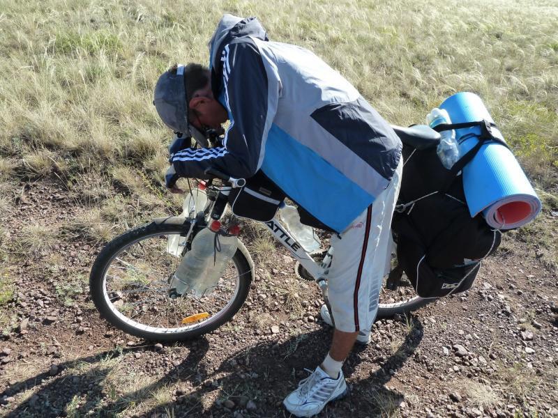 20120807. Илья на дороге в горах Кандыадыр.