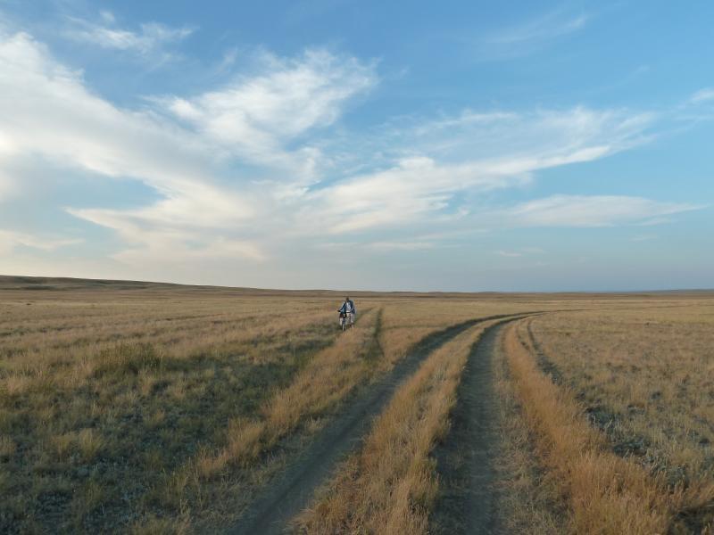20120807. Дорога в долину солёного озера Шыбынды.