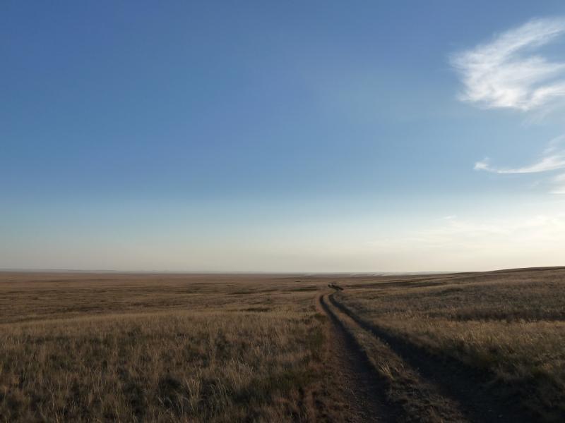 20120807. Дорога в долине солёного озера Шыбынды.
