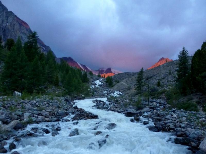 20180812. Ранним утром в ущелье речки Актуру.