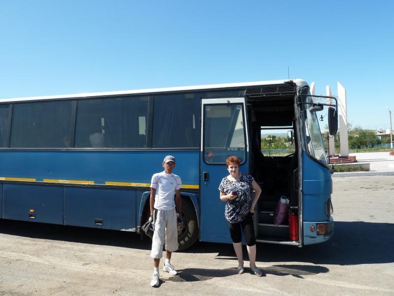 20120809. На автобусном вокзале в Ульяновском, перед отправлением в Караганду.