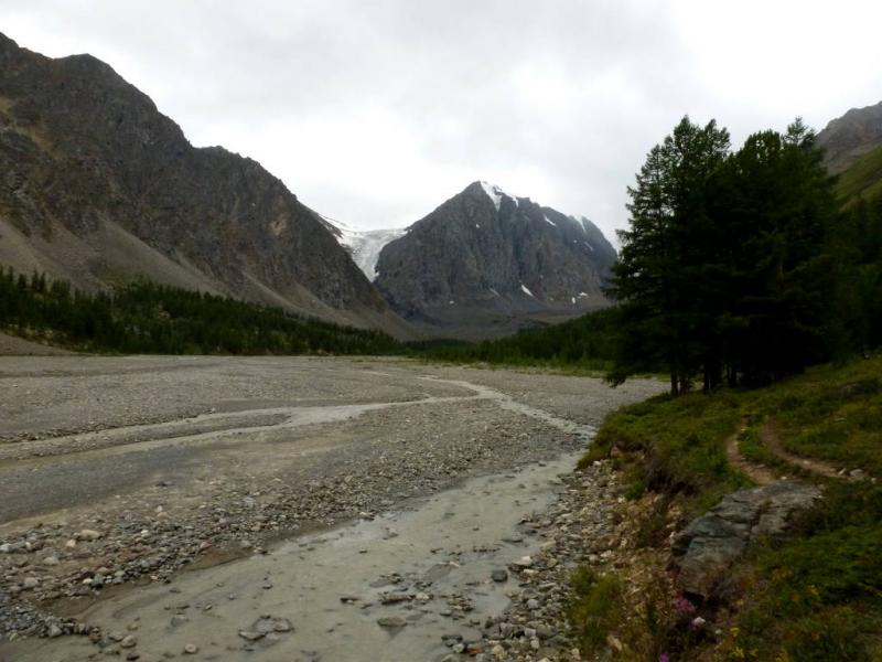 20180812. Галечный разлив речки Актуру, в паре километров ниже верхнего альплагеря.