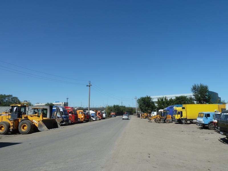 """20120809. """"Пятак"""" строительной и грузовой техники в Караганде."""