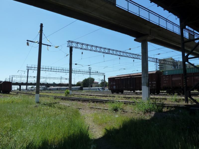 20120809. Железнодорожные пути напротив вокзала Караганды.