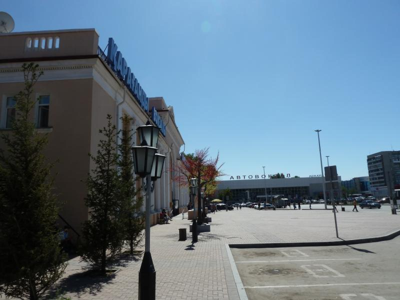 20120809. Вид на площадь двух вокзалов Караганды.