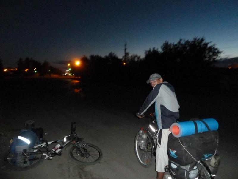 20120809. На объездной дороге, в пять часов утра.