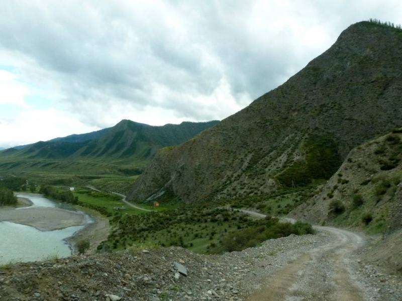 20180813. Спуск с мини-перевала от моста через реку Катунь к селу Инегень.